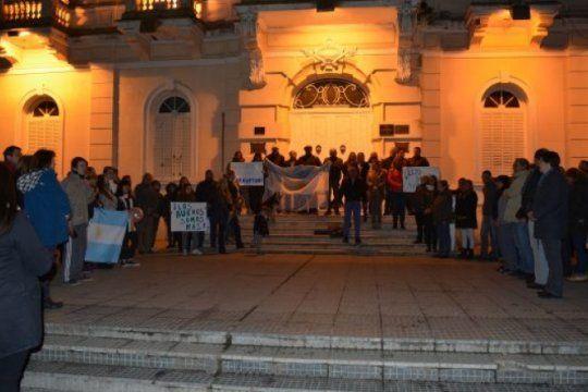 poco mas de cien personas se sumaron a la marcha anti corrupcion convocada por el intendente