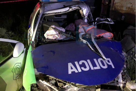 El choque fue en Bahía Blanca en horario nocturno con el saldo de un policía fallecido