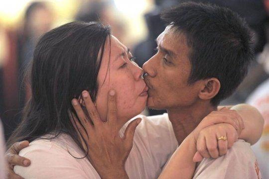 Ekkachai y Laksana se besaron durante más de dos días