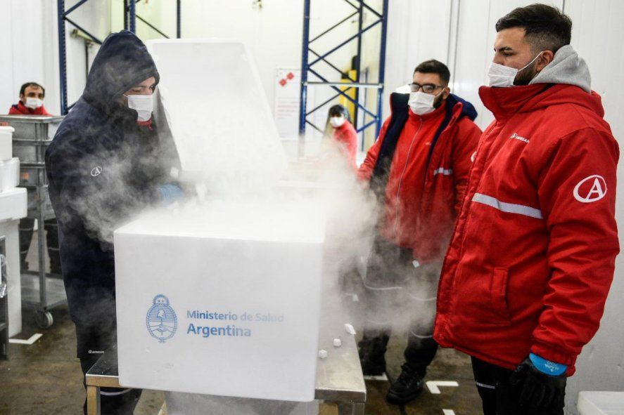 La logística de la campaña de vacunación en la Provincia de Buenos Aires incluyó la distribución de freezers a diferentes localidades para poder mantener la cadena de frío necesaria de las vacunas.