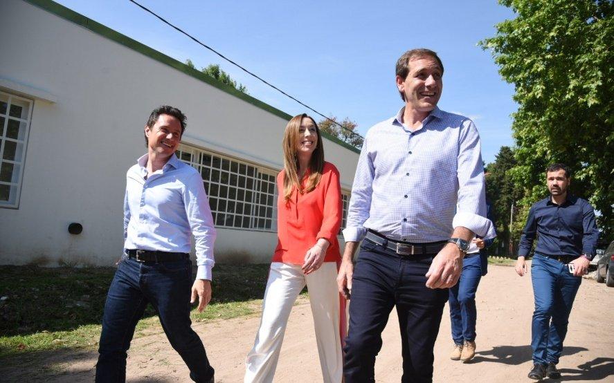 Vidal volvió a La Plata y recorrió con Garro dos establecimientos educativos
