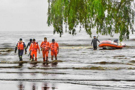 investigan cual es el impacto del derrame de combustible en la costa de berisso