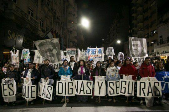 los gremios docentes marcharon ayer para exigir justicia por sandra y ruben