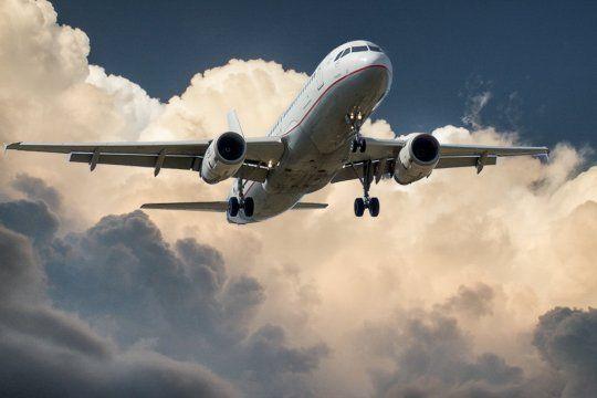 coronavirus: analizan nuevas restricciones para desalentar viajes al exterior