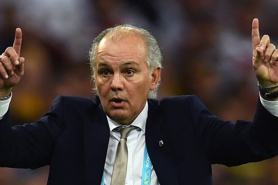 alejandro sabella y el manual para cerrar la grieta del futbol argentino
