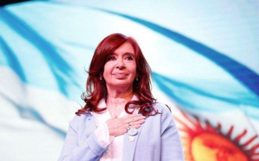 Cristina se mete en la campaña y se reúne con mil trabajadoras bancarias