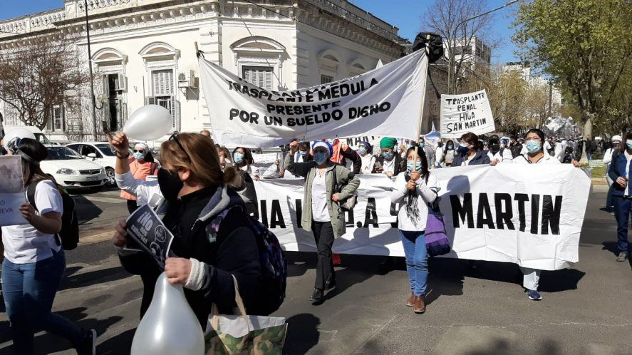 Marcha de enfermeros en La Plata