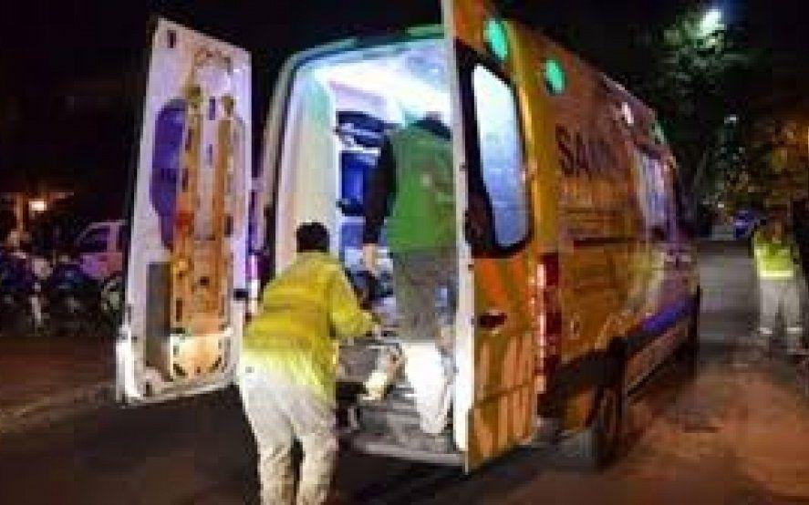 La Plata: mirá el accidente que dejó herido a un motociclista repartidor de una empresa de delivery