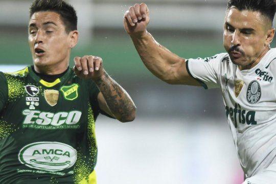 El oportunismo de Palmeiras se impuso en Varela, Defensa irá por la gloria en Brasil.