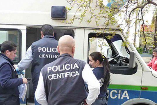 inseguridad en gonzalez catan: matan a balazos a una policia y le roban el arma reglamentaria