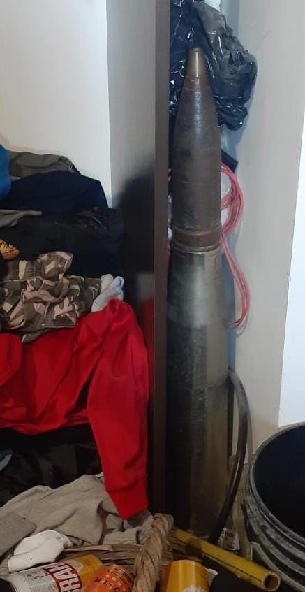El proyectil de 75 mm de uso militar secuestrado en La Plata