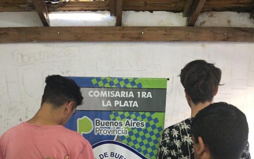 La Plata: tres jóvenes fueron detenidos en Plaza Moreno acusados de vender drogas a estudiantes del Normal 1