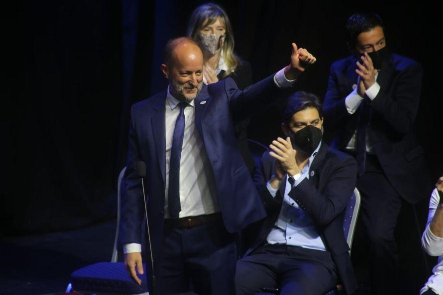 Entra Martín Insaurralde, sale Carlos Bianco. El cambio de Jefe de Gabinete que caló en Axel Kicillof.