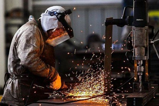 el empleo industrial cayo en junio 2,7% interanual