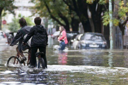 alerta inundaciones: advierten que en prevencion de desastres todavia somos adolescentes