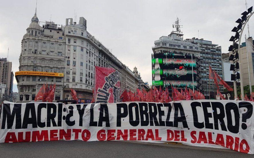 Macri en el Congreso: enorme despliegue policial tensiona las protestas contra la pobreza y desocupación