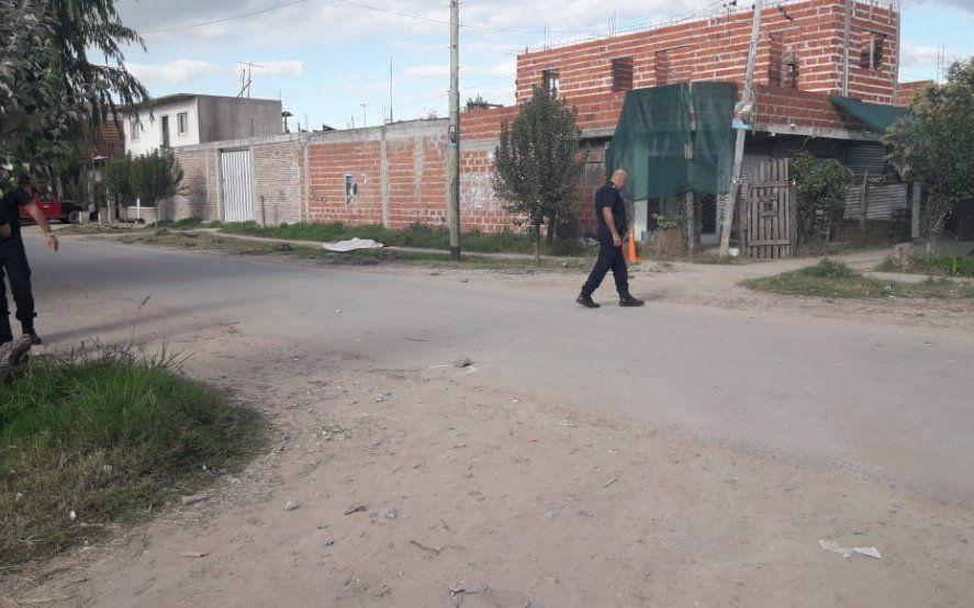 La Plata: robaron una garrafa, los descubrieron, uno terminó muerto y el otro baleado