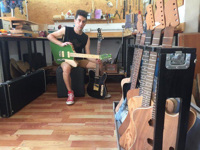 Sebastian en su taller de La Plata