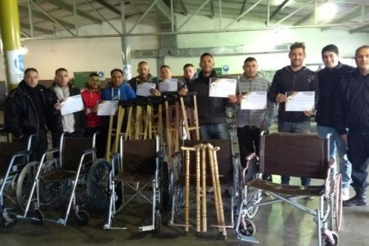 reclusos de carceles bonaerenses fabricaron muebles para inundados de salta y un hospital bonaerense