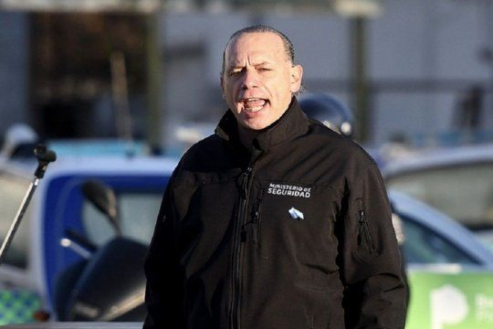 Tendría que estar loco para echar a un policía por saludar a una exautoridad, dijo Berni