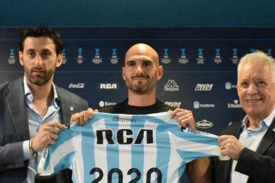 Milito, Lisandro y Blanco en los buenos tiempos: hoy la interna podría llevarse a Diego del club.