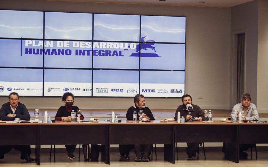 De las tomas de tierras al Plan Quinquenal: el FdT debate la postpandemia