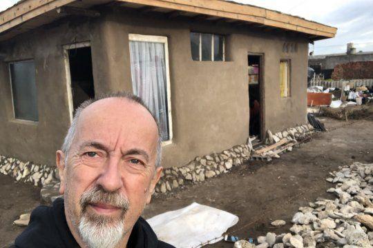 El juez Mario Juliano va a correr 280 km para ayudar a una familia sin casa.