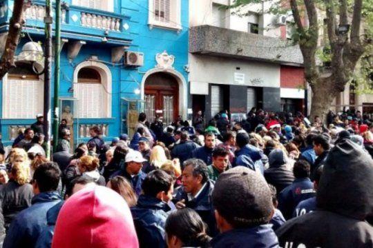 tension en la uocra: afiliados reclamaron por la liberacion de su lider sindical, el pata medina