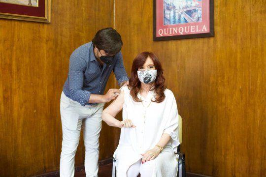 Cristina recibe la primera dosis de la vacuna Sputnik V.