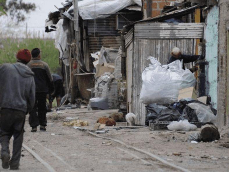 Indec: Una familia necesitó $64.445 para superar la pobreza