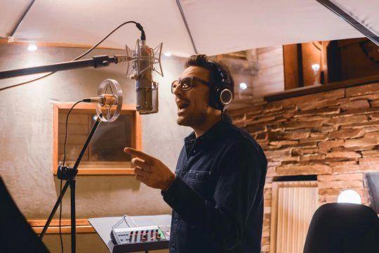 Emiliano, voz de NTVG, grabando en Urugual Luz, disco que saldrá en un mes.