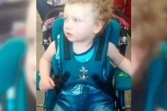 la gente lo ayudo y el nene bahiense de 3 anos empezo con su tratamiento
