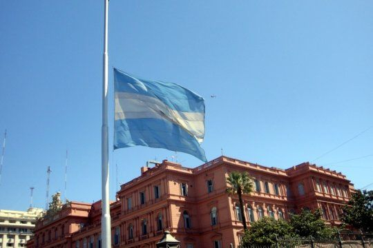 el gobierno decreto tres dias de duelo nacional por la muerte de fernando de la rua