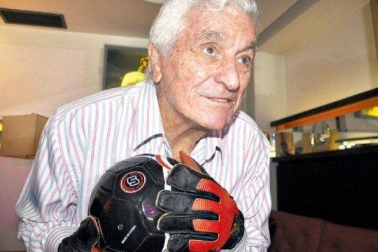 a los 93 fallecio amadeo carrizo, el mejor arquero de la historia del futbol argentino