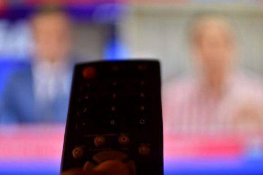que establece el dnu que declara servicios publicos a internet, telefonia y tv paga