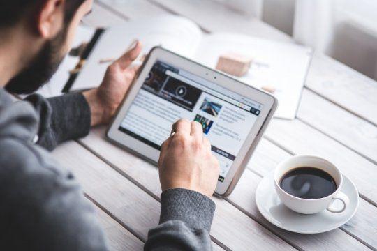 periodismo digital: infobae, lider entre los portales de noticias mas leidos de argentina