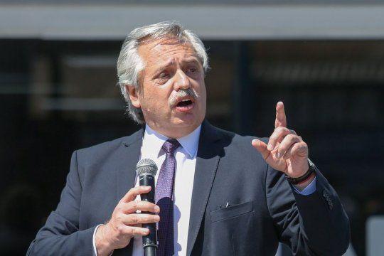 Alberto Fernández anunció un bono de $15.000
