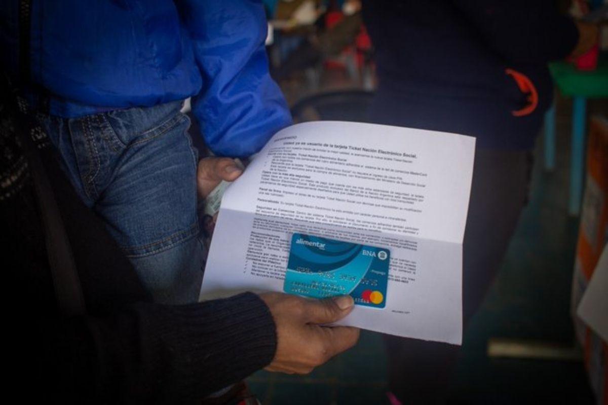 Este viernes se les acredita el saldo a beneficiarios que cobren por AUH con DNI terminados en 4 y 5