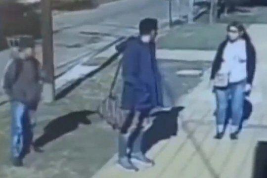 sarandi: mato a un joven de un puntazo al corazon en un intento de robo de un morral