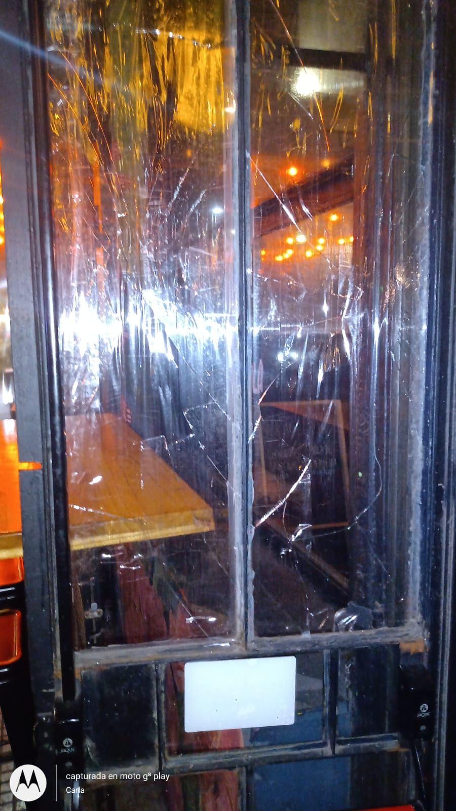 Los disturbios fueron en un bar ubicado cerca de Plaza Moreno