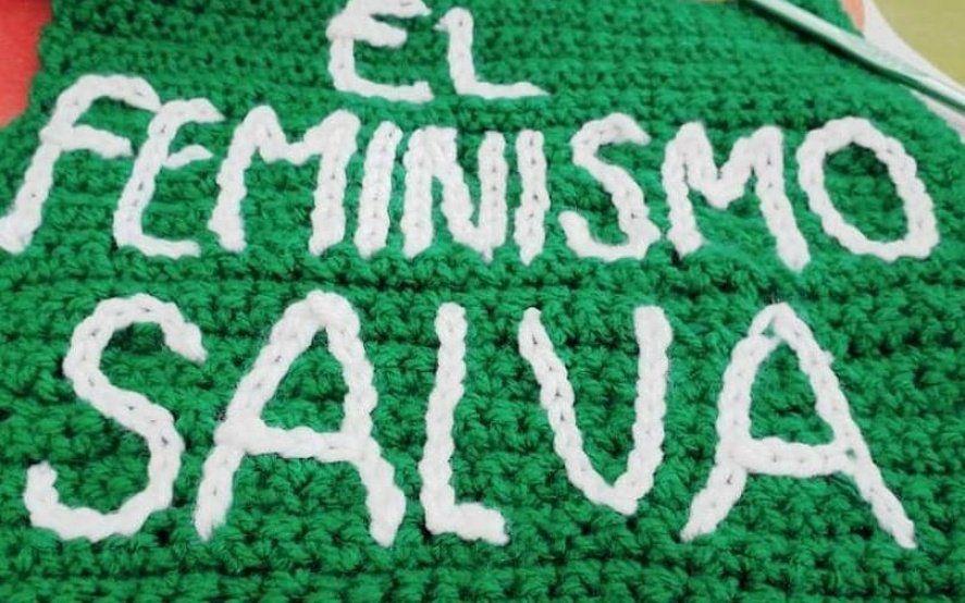 Campaña verde: mujeres de todo el país tejerán la bandera feminista más grande del mundo
