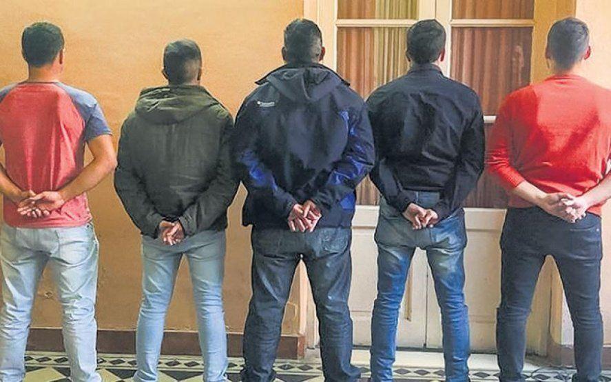 Graves imputaciones contra cuatro de los siete policías detenidos y una nueva oficial detenida