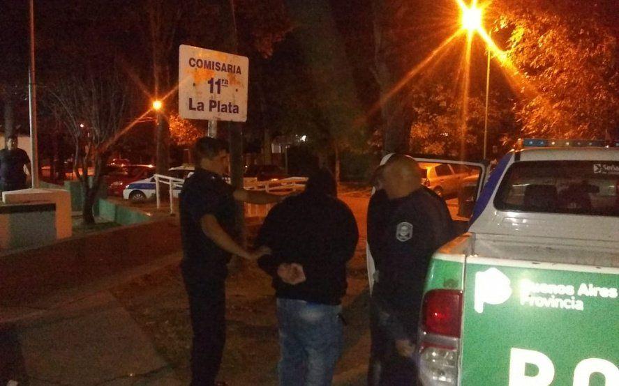 La Plata: balearon a un cajero de un supermercado en un asalto pero los presuntos ladrones ya están presos