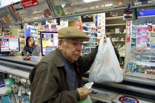 efecto devaluacion: farmaceuticos reclaman al pami que preserve el acceso de afiliados a medicamentos