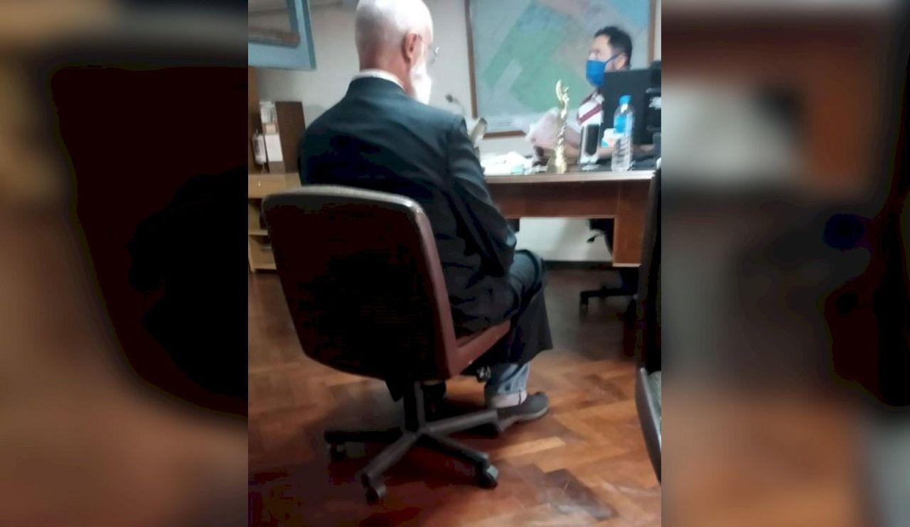 El cura Sidders cuando se presentó a indagatoria en la UFI N° 11 de La Plata