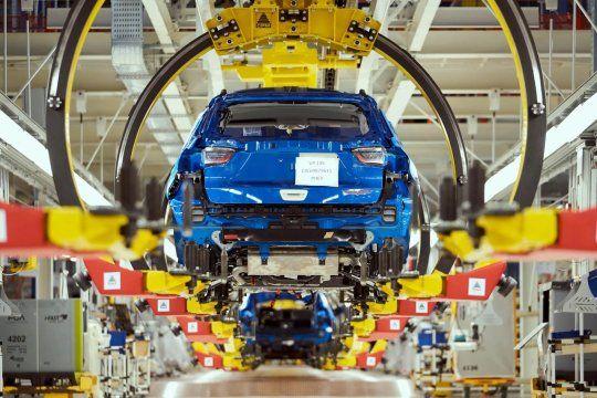 La producción de vehículos bajó en octubre