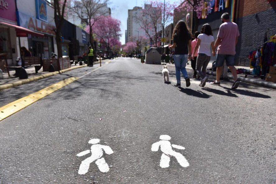 Con las peatonales, buscan revalorizar el espacio público y facilitar el distanciamiento social
