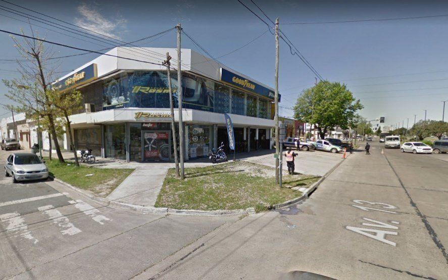 Incertidumbre: una fábrica de neumáticos de La Plata debió suspender sus ventas por la suba del dólar