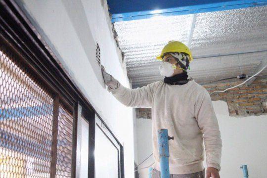 En Quilmes, aunque está lejos la vuelta a clases, siguen las obras en las escuelas