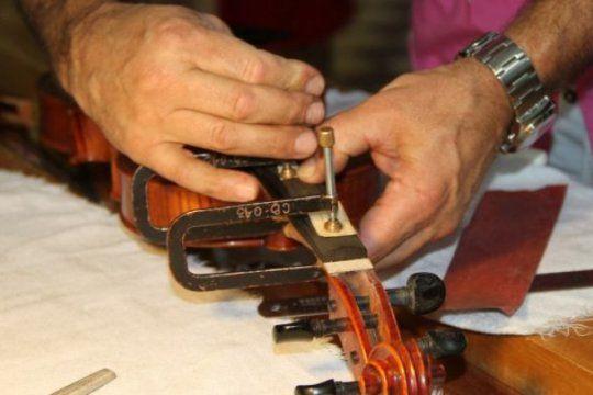 el museo de instrumentos musicales de la unlp dictara cursos de luthier